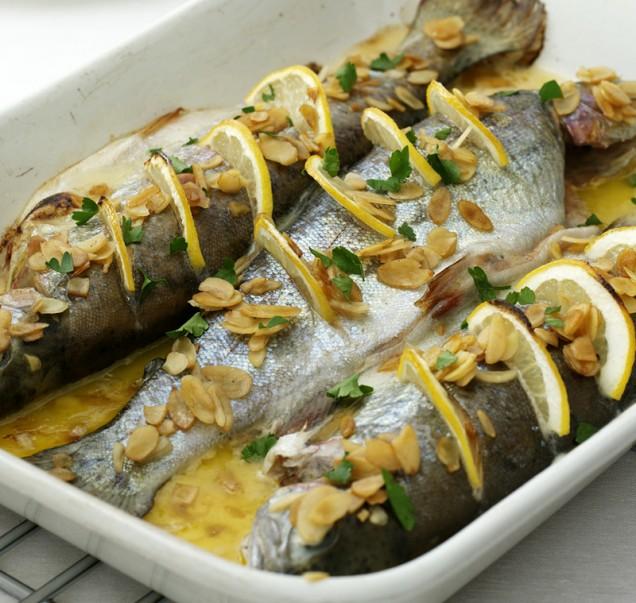 Lahka večerja: Pečena postrv z zelenjavo